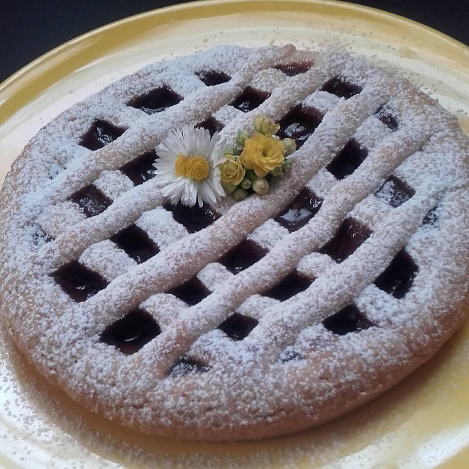 Colozione crostata farina di farro integrale marmellata fragole e cannella.