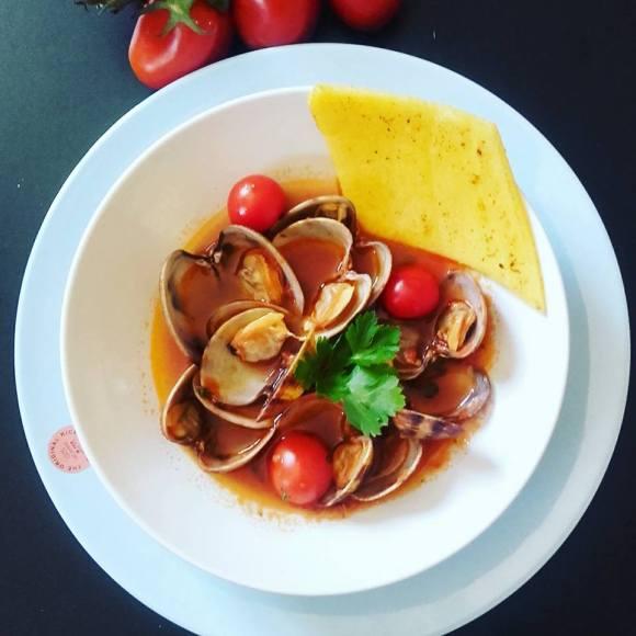 guazzetto-di-vongole-con-polenta-croccante