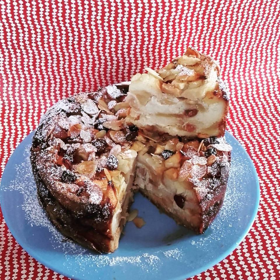 torta di pane con mandorle e uvetta