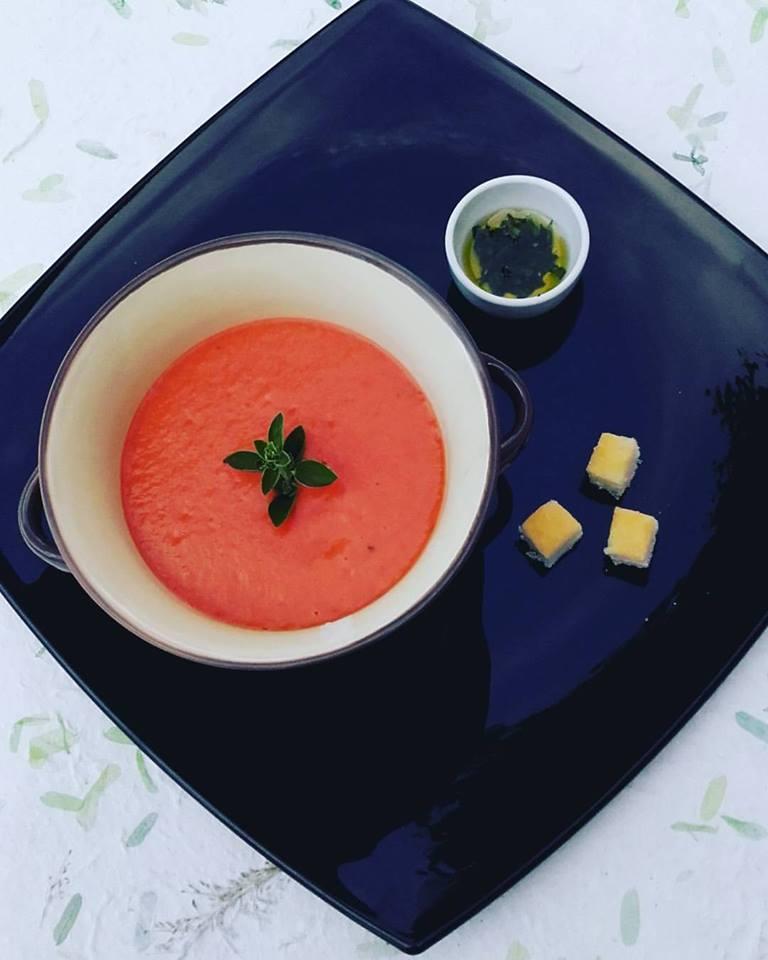 vellutata di pomodoro con olio aromatizzato al basilico