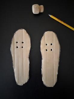 allacciarsi le scarpe fori sagome