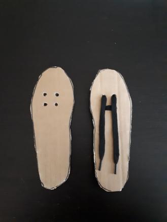 allacciarsi le scarpe lacci .